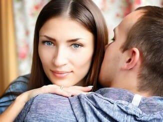 Auf welche Flirtsignale bei Frauen achten