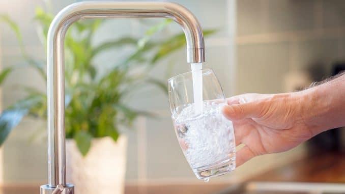 Trink dich schlank Mit Wasser abnehmen