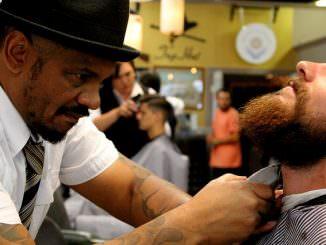 elektrischer rasieren mann