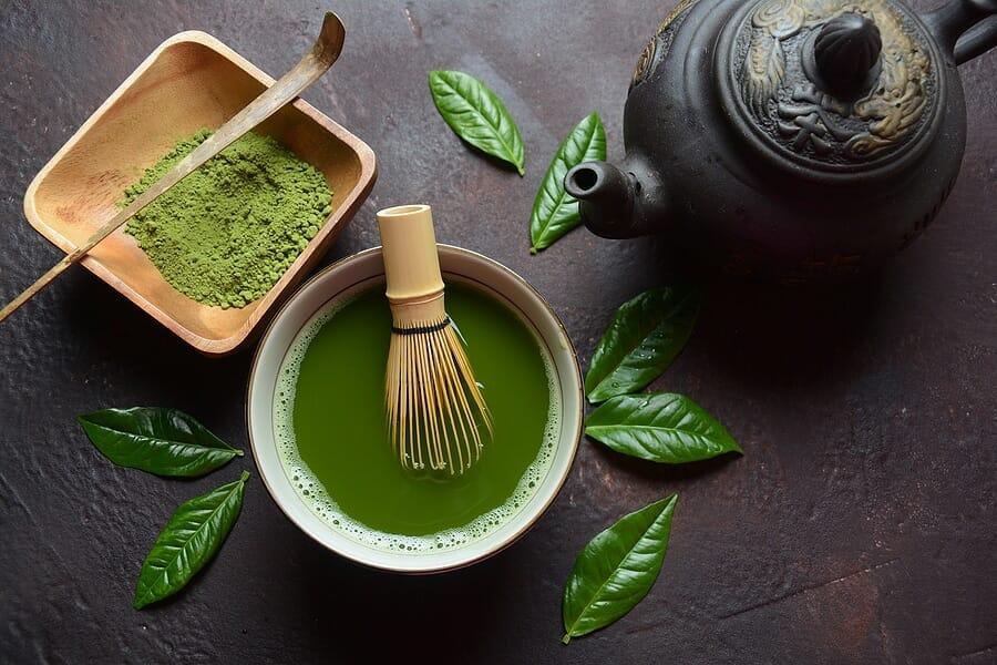 Koffein sowie schwarzer und grüner Tee als Fatburner