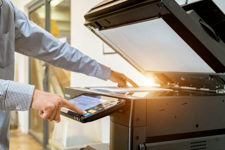 Laserdrucker – einer der verschiedenen Druckerarten für das Büro, aber auch den Privatbereich