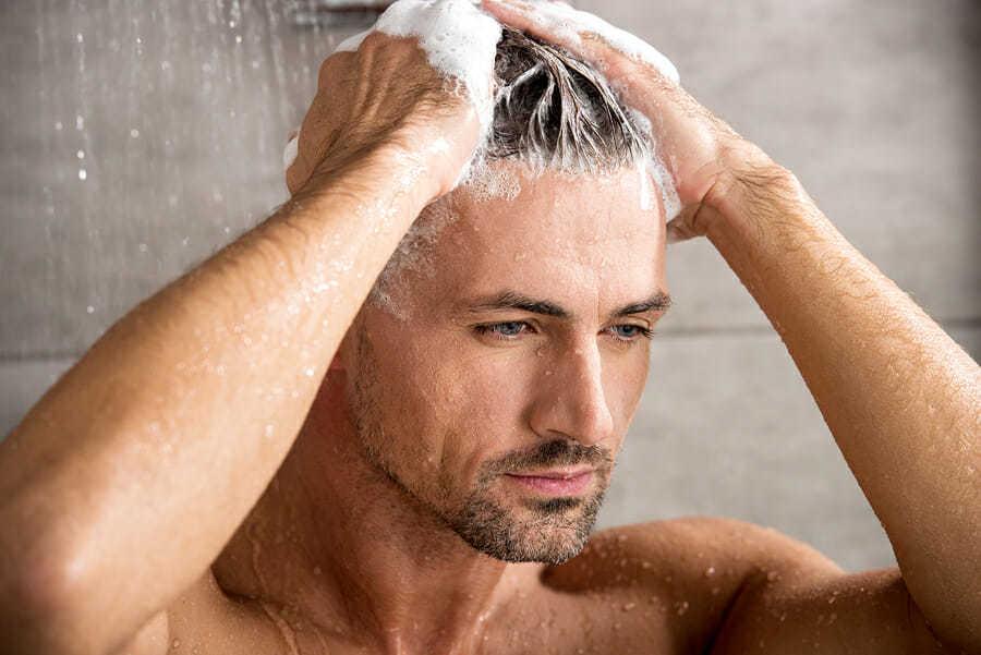Waschen der Haare nach FUE