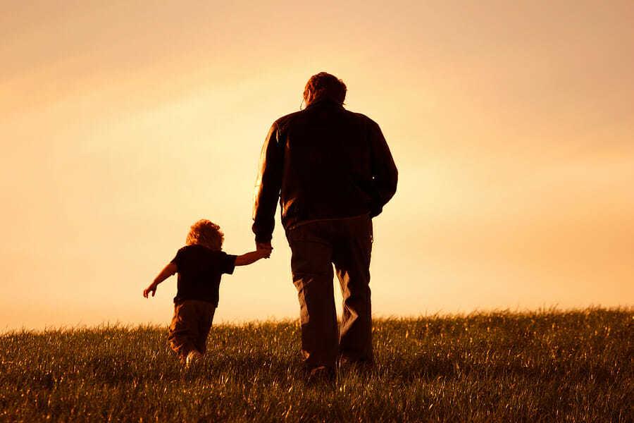 Vater und Sohn - Spazieren