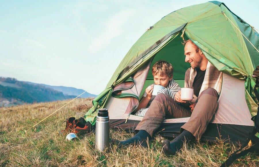 Vater und Sohn - gemeinsam Zelten