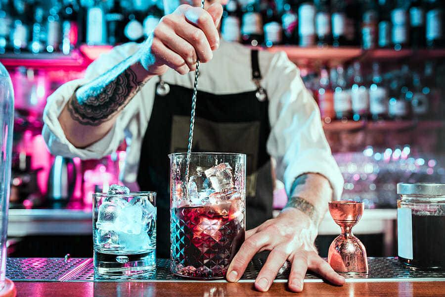 Bar und Getränke in einer Kneipe.