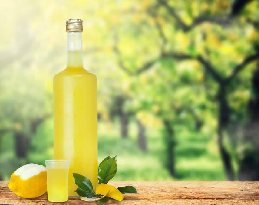 Limoncello, ein Zitronenlikör