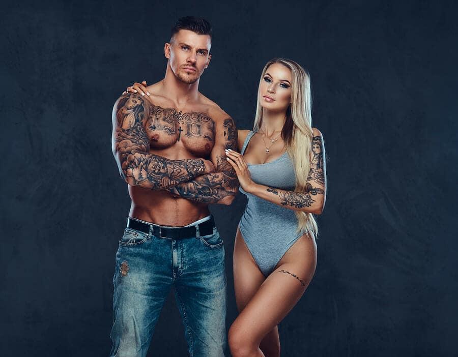Darum stehen Frauen auf Tattoos bei Männern