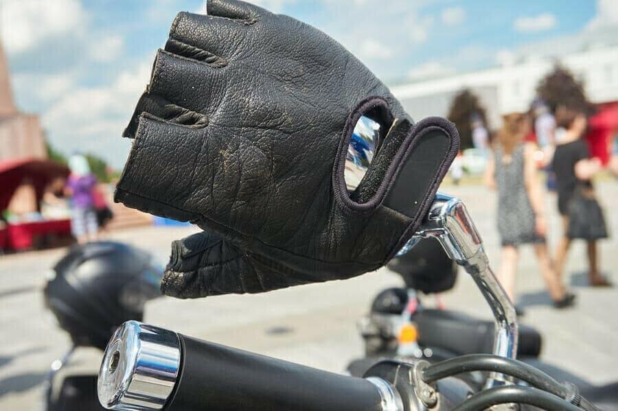 Komfort bei fingerlosen Motorradhandschuhen