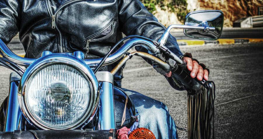 Motorradhandschuheaus verschiedenen Materialien