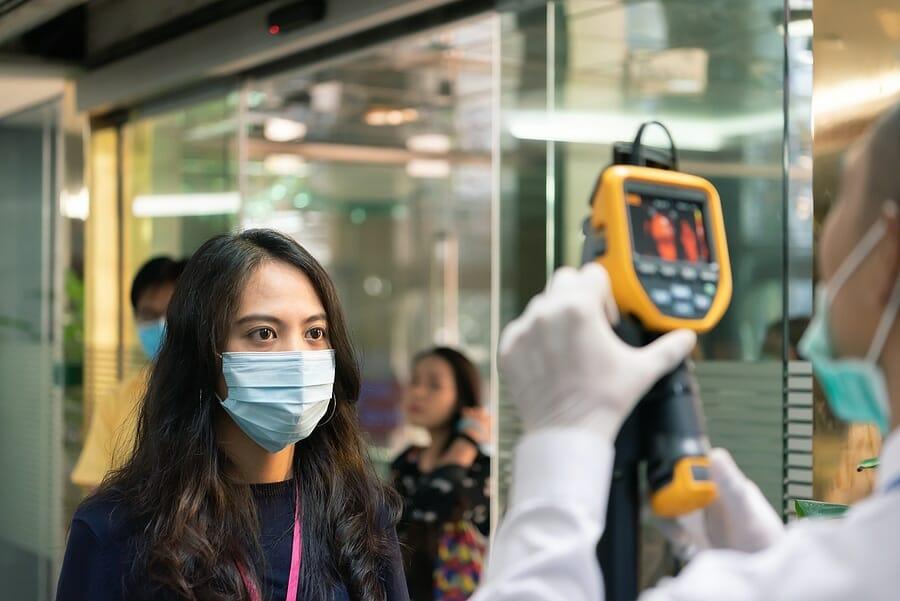 Fieber messen am Flughafen