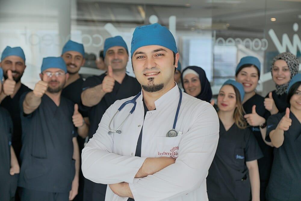 Dr Balwi und sein Team